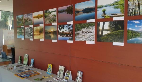 """Fotografias do Concurso """"Aqua Cávado – O Rio que nos Une"""" patentes no Posto de Turismo de Rio Caldo"""
