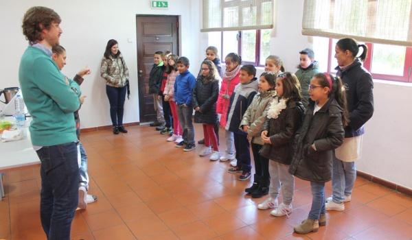 """O Centro Municipal de Valências realizou Workshop sobre """"A água como um dos constituintes dos alimentos que consumimos"""" para os alunos 4.º ano do Agrupamento de Escolas"""
