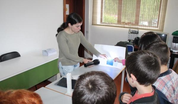 """O Centro Municipal de Valências promoveu Workshop sobre """"Atividades Experimentais – Magnetização de Objetos, Pêndulos, Roldanas e Bússolas"""" para alunos do Agrupamento de Escolas"""