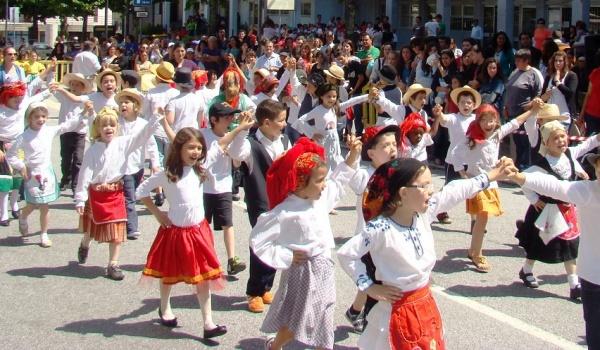 """A Câmara Municipal de Terras de Bouro vai promover, em conjunto com o Agrupamento de Escolas de Terras de Bouro, as """"Marchas Populares 2017""""."""
