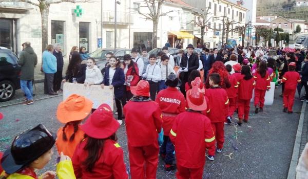 Desfile de Carnaval animou e coloriu vila de Terras de Bouro